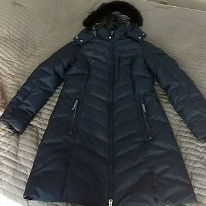 Like new Eddie Bauer long winter coat. Size Lg.